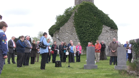 Commemoration of WWI dead at Modreeney greaveyard
